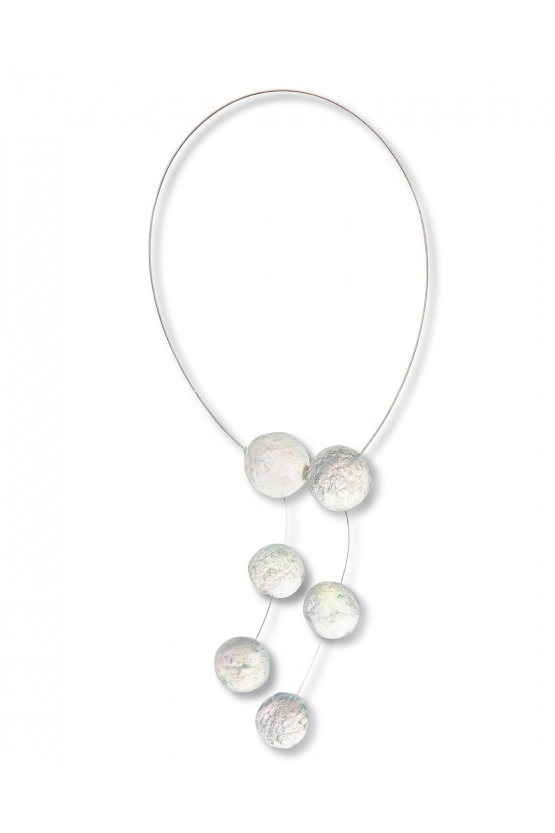 Collier cravate six boules